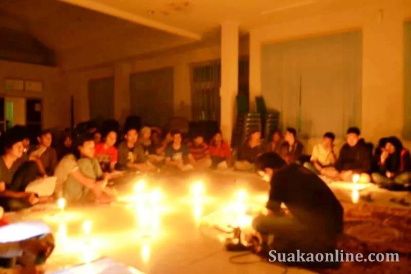 Suasana pada saat acara rutinan ke-2 Forum Lilin Malam, Jum'at (04-04). (foto Fina Nur Afifah)