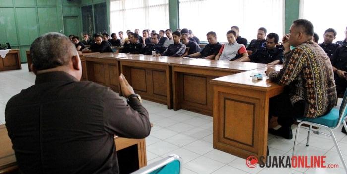 Suasana mediasi antara PT SKS dan Satpam UIN SGD Bandung. (Foto: Dede Lukman Hakim/Suaka)