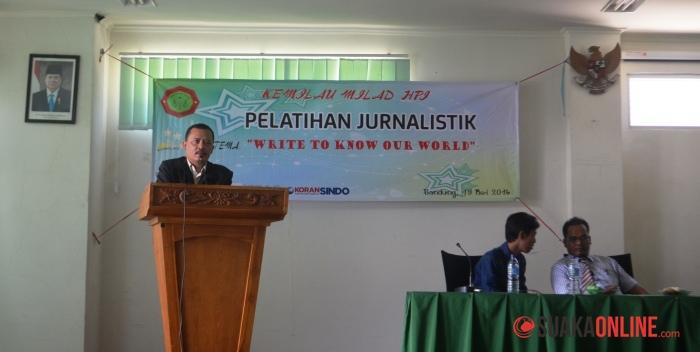 Wakil Dekan III Fakultas Syariah dan Hukum, saat memberikan sambutan di Pelatihan Jurnalistik Himpunan Mahasiswa (HIMA) Hukum Pidana Islam (HPI) UIN SGD Bandung. (Foto: Anjar Martiana/Suaka)