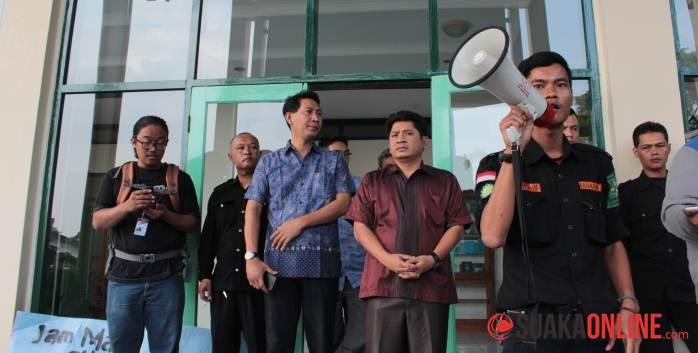Aksi Penolakan Jam Malam UIN SGD Bandung