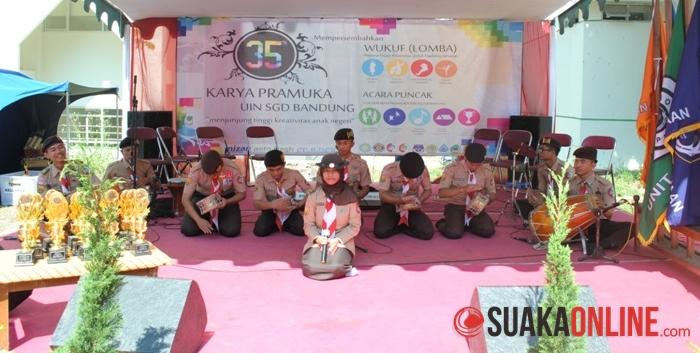 Pertunjukan seni marawis saat Milad Pramuka ke-35 di Gazebo UIN SGD Bandung, Rabu (25/6/2014). (Foto : Robby Darmawan).