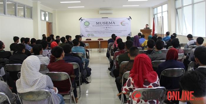 Suasana saat pembukaan Musyawarah Senat Mahasiswa (Musema) UIN SGD Bandung, di Lantai 2 Gedung Lecture Hall, Jumat (20/6/2014). (Foto : Robby Darmawan)