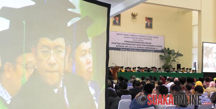 Suasana saat penganugerahan gelar Doctor Honoris Causa kepada Gubernur Jawa Barat, Ahmad Heryawan di Aula UIN SGD Bandung, Kamis (17/7/2014). (Foto : Dede Lukman Hakim)
