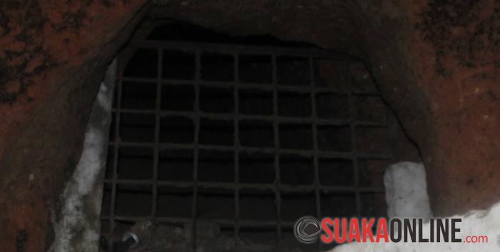Lobang Pengintaian, tepat berada di atas lobang pembuangan Mayat. Lobang ini digunakan oleh orang Jepang untuk melakukan pengintaian terhadap penduduk serta untuk perampasan bahan makanan. (Foto : Restia Aidilia Joneva)