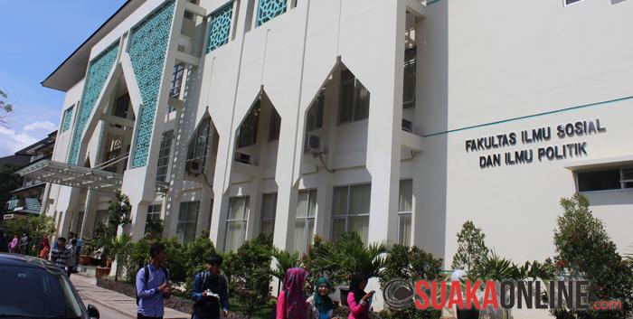 Gedung perkuliahan Fakultas Ilmu Sosial dan Ilmu Politik