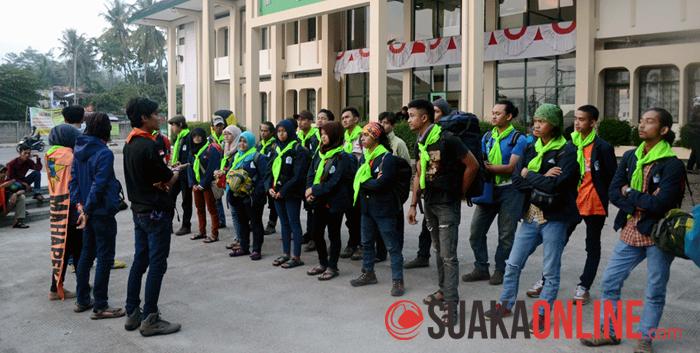 Sebanyak 22 anggota Mahapeka sedang bersiap untuk berangkat ke Baduy dalam rangka bakti sosial, Kamis (14/8/2014). (Foto : Wisma Putra)
