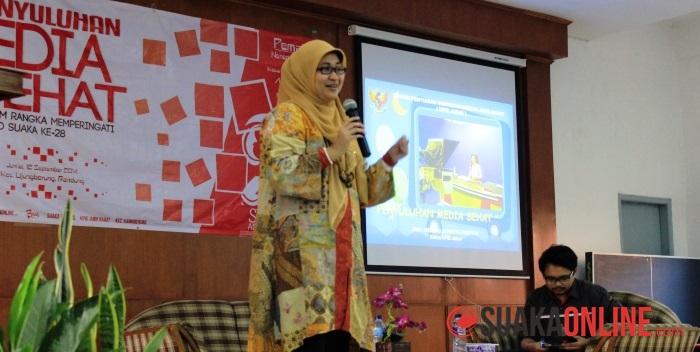 Neneng Athiatul Faiziyah saat memberikan materi di acara Penyuluhan Media Sehat. (Foto: Dede Lukman)