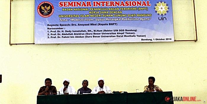 Para pemateri Seminar Internasional saat menjelaskan tentang radikalisme agama. (Foto: Isthiqonita)