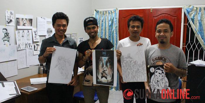 Para pembuat AIU Comic saat memerkan karya komik mereka. (Foto: Robby Darmawan)