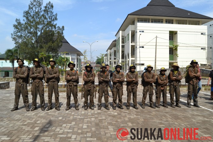 Kepulangan 12 Anggota Muda Mahapeka setelah melakukan longmarch dari Rancaupas menuju kampus UIN SGD Bandung dalam DIklatsar Mahapeka ke-29, MInggu (25/1/2015). (Foto : Muhamad Ilham).