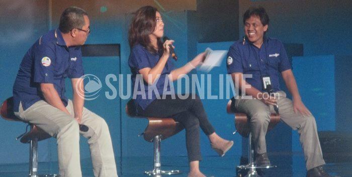 Tiga Jurnalis senior Metro TV memaparkan materi saat mengisikegiatan Pelatihan Jurnalistik, di Sabuga ITB, Kamis (12/3/2015). (Anjar Martiana/Suaka)