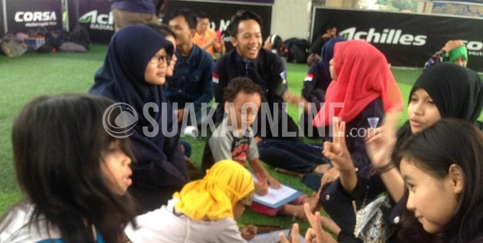 Aktifitas kegiatan belajar yang dilaksanakan SSCB, di Taman Film Bandung, Pasupati (1/3/2015). (Rina Nurjanah/ Magang)
