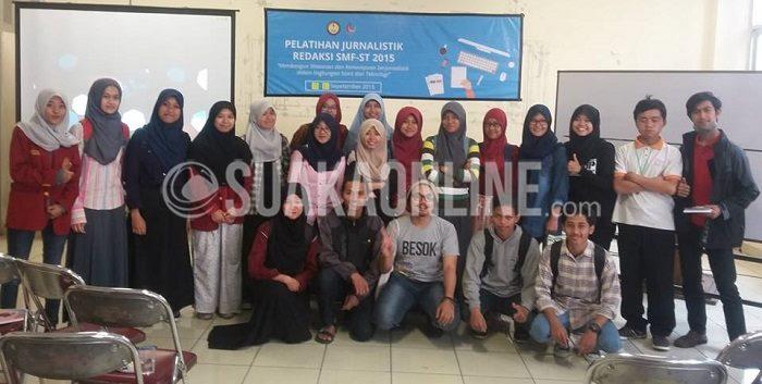 Peserta dan Pemateri Pelatihan Jurnalistik yang dihelat selama tiga hari dari 15 hingga17 September 2015, berfoto bersama seusai pelatihan di hari pertama. (Dok. Pribadi)