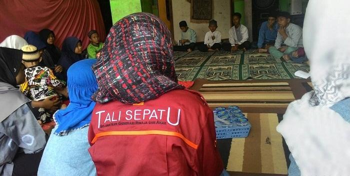 Komunitas Tali Sepatu saat melaksanakan Bakti Sosial di salah satu panti asuhan yang berada di Cibiru Hilir, Bandung, Minggu (21/2/2016). (Dok.Pribadi)