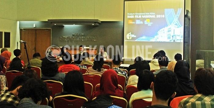 Suasana screening dan diskusi film Epic Java yang digelar oleh Layar Kita dalam memperingati hari Film Nasional di ruang utama Museum Konperensi Asia Afrika, Selasa (29/03/2016). (Dadan M. Ridwan / Magang)
