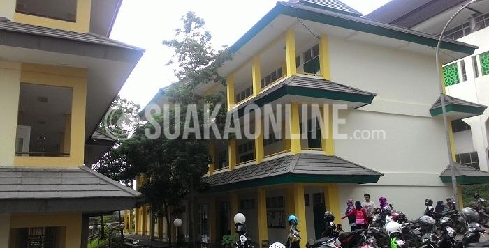 Suasana di Gedung kuliah Fakultas Adab dan Humaniora, Kamis (17/03/2016). (Akbar Gunawan / Magang)