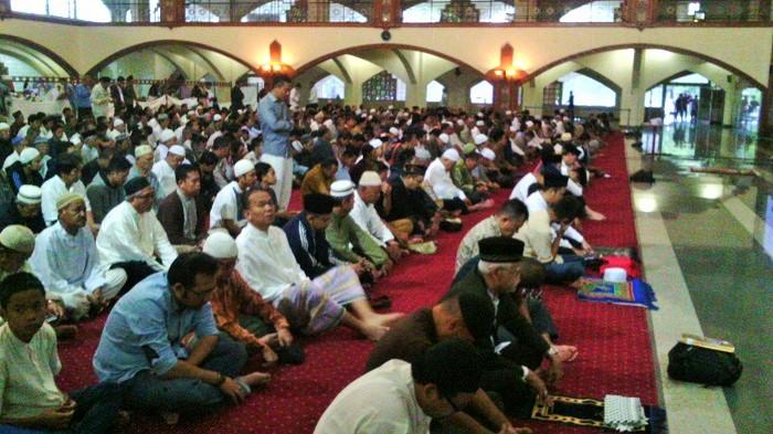 Pusat Dakwah Islam (Pusdai) Jawa Barat gelar sholat gerhana berjamaah, Rabu (9/3/2016).