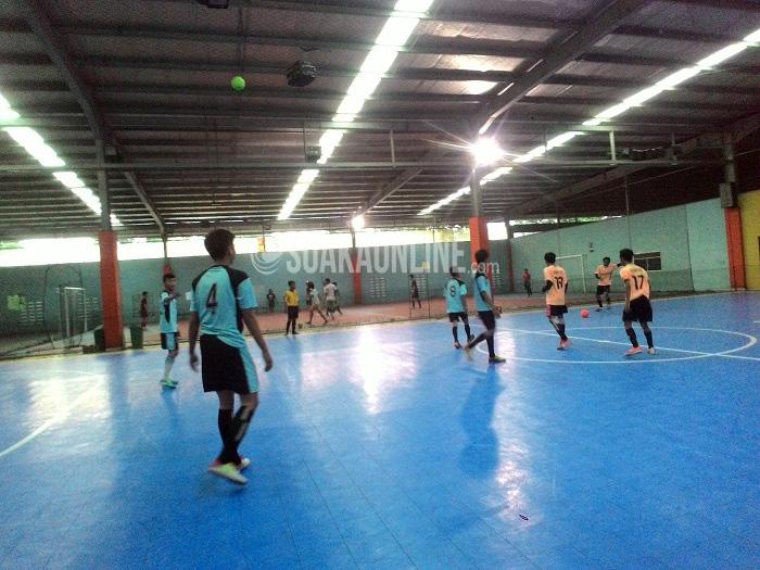 Pertandingan final futsal putra Pekan Olahraga Mahasiswa Teknik Informatika (Pormasi), Minggu (10/4/2016) di Mayasari Sports Hall, Bandung. Jurusan Informatika angkatan 2013 keluar sebagai juara futsal usai mengalahkan Informatika 2012.